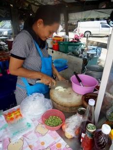 jaktosierobiwbankoku, jak to sie robi w bankoku, azja, bankok, tajlandia, blog podrozniczy, blog o azji, blog o taajlandii, jedzenie tajskie, przepisy tajskie, salatka z makaronu szklanego, yum woon sen, skokwbokblog
